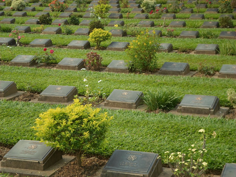 Graves at Kanchanaburi War Cemetery